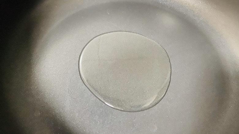 虾仁跑蛋,起油锅