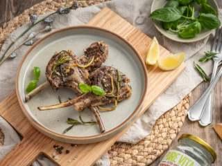 正月新年为家人做一份~暖意羊羊烤小排,丰富的香气交织成美味的烤羊排,你学会了吗?