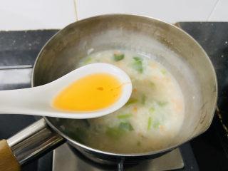 蔬菜虾仁粥,加入香喷喷的虾油搅拌均匀
