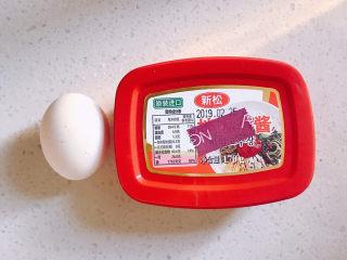 韩式泡菜炒饭,还需要一个鸡蛋,还有韩式辣酱