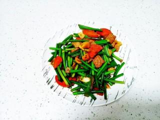猪肉炒胡萝卜、蒜苔