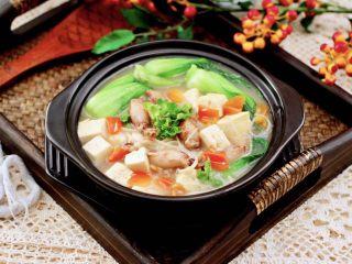 金针菇豆腐鱿鱼煲