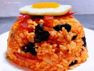 韩式泡菜炒饭,煎了一个好美的鸡蛋摆在上面颜值瞬间爆棚