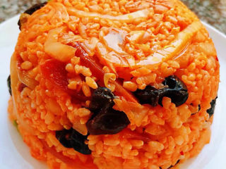 韩式泡菜炒饭,盖上一个盘子倒扣过来就是漂亮的造型哦