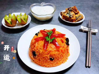韩式泡菜炒饭,搭配炸鱼、鲜牛奶、水果简直是太有食欲了