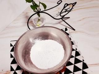 油炸汤圆,准备糯米粉60g放入大点的碗中