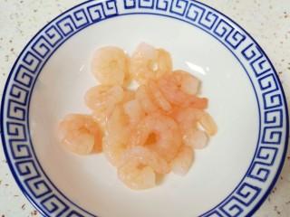 蔬菜虾仁粥,虾仁洗干净备用。