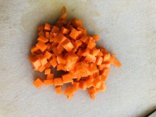 蔬菜虾仁粥(2-3人份),切成细丁