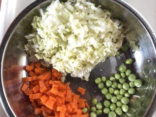 蔬菜虾仁粥(2-3人份),切好的蔬菜备用
