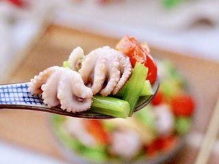 香辣八爪鱼,吃上一口超级满足,八爪鱼的鲜嫩,香干的味香,加上芹菜的特殊香气,真的是完美。