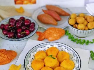 """油炸汤圆,新年第一餐,必须""""炸"""" 年年有余,黄金撒满地~祝大家元旦快乐哈。"""