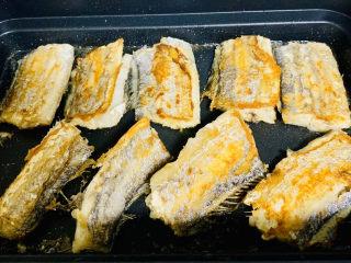 红烧糖醋带鱼,煎制两面金黄。