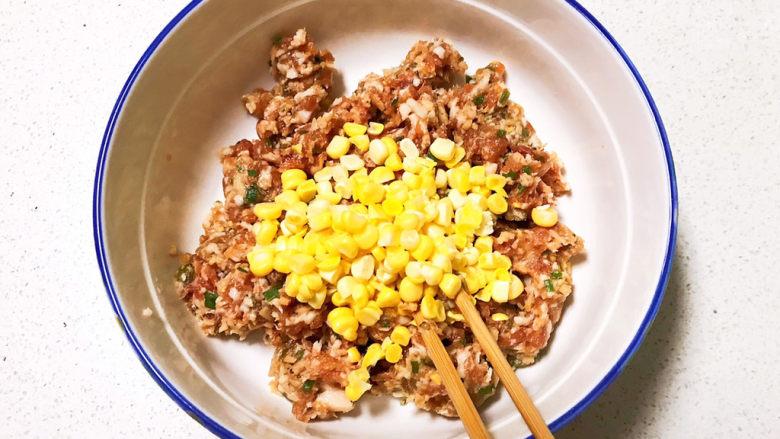 玉米猪肉饺,加入玉米丁