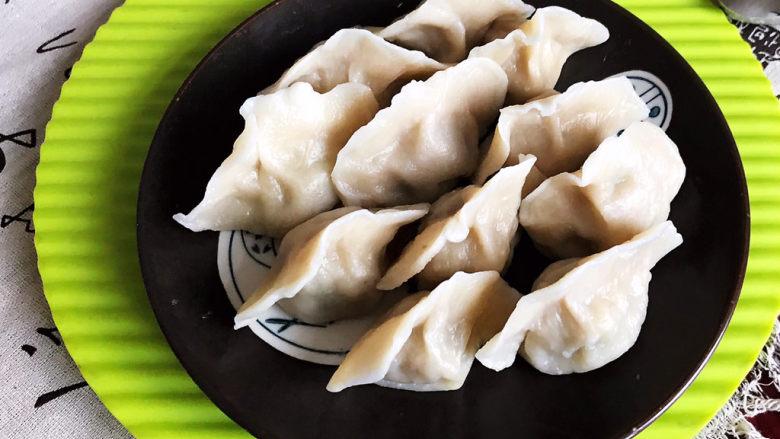 玉米猪肉饺,玉米猪肉馅饺子鲜香可口,加入了甜玉米口感超棒~