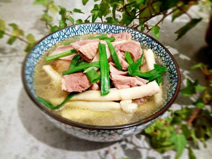 笋干老鸭汤,汤汁拌饭是一绝!