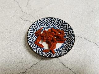 猴头菇鸡汤,枸杞清洗干净泡软备用