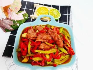 芹菜炒牛肉,美味的芹菜炒牛肉就做好了