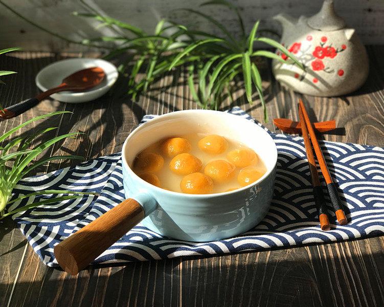 南瓜豆沙汤圆,好看好吃的南瓜豆沙汤圆就煮好了,连同汤汁一起盛入碗中
