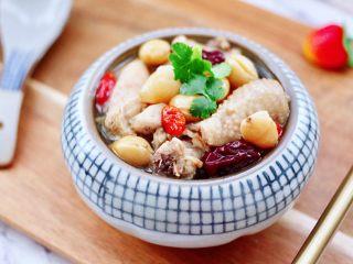 白果炖鸡,鲜甜味十足的白果鸡汤出锅咯。