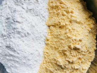 花样馒头之腊肠卷、小刺猬,白面粉,玉米面各一半,充分混合。