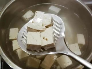 牛肉炖豆腐,捞出备用
