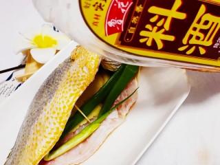 红烧黄鱼,加入少量料酒