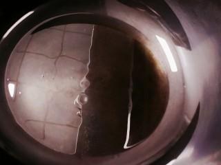 红烧黄鱼,锅中倒油