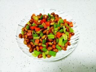 凉拌花生米、芹菜、胡萝卜