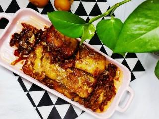 红烧糖醋带鱼,煮至少量汤汁后起锅