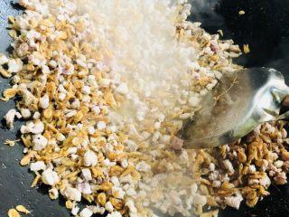 客家小吃:蒜苗粿(葫粄)➕菜头粄,翻炒均匀