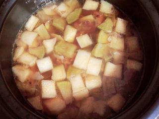 牛腩萝卜汤,一锅滋补的牛腩萝卜汤就做好了。