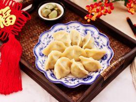 肉丁金针菇鱿鱼饺子