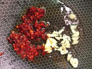 红烧豆腐,小蒜末和豆瓣酱