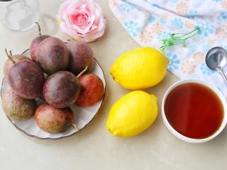 百香果柠檬蜂蜜水,准备好所有食材。