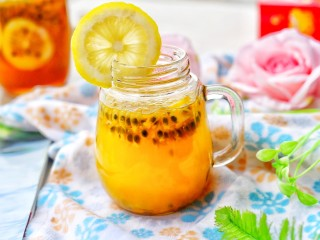百香果柠檬蜂蜜水,泡水喝。