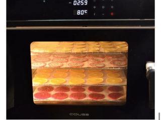 养颜减负的水果茶,COUSS电烤箱CO-960S,选择80度,4层水果放入,低温烘干3-4小时。