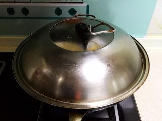 鸡蛋豆腐羹,大火烧开后蒸8分钟