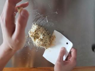 麻薯包,用刮板抄底