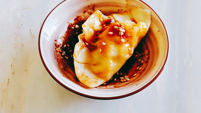 玉米猪肉饺,整个扔料里,裹满料