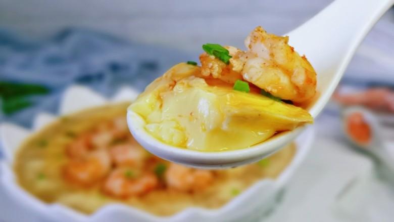 鸡蛋豆腐羹,一口一勺,有豆腐,有蛋还有虾仁。
