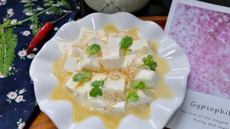 鸡蛋豆腐羹,拍上成品图,一道美味又营养的鸡蛋豆腐羹就完成了。