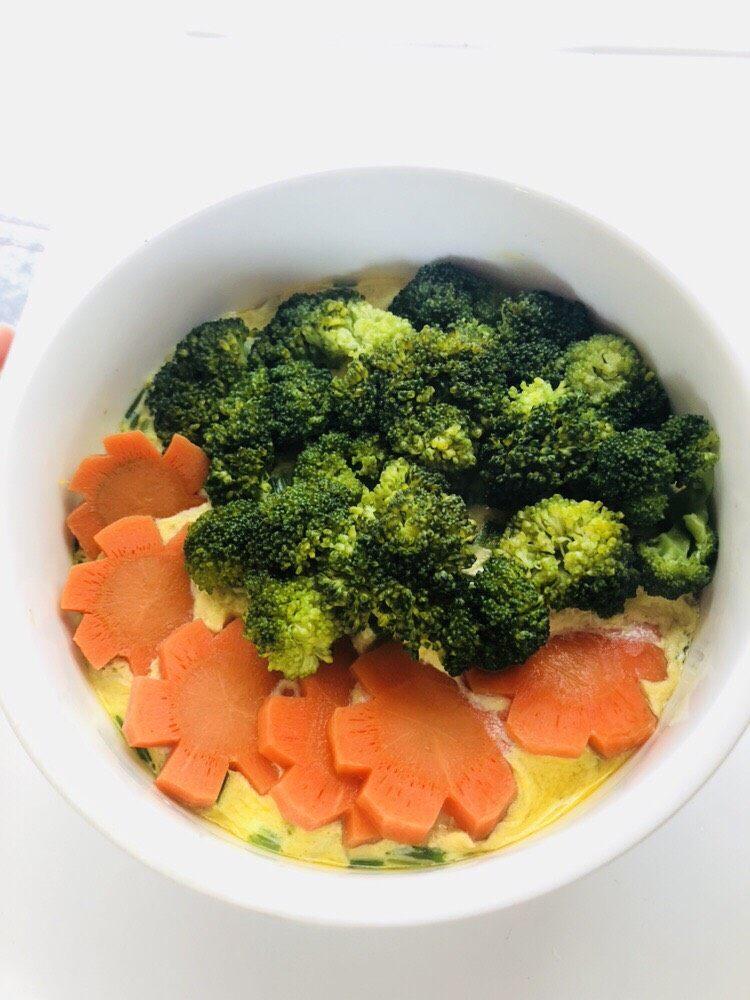 鸡蛋豆腐羹,放蔬菜是为了方便快捷,不用多做一个菜,不放蔬菜的鸡蛋豆腐羹也很好吃。