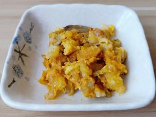 鸡蛋豆腐羹,蟹黄都是毛蟹上剔除下来的。