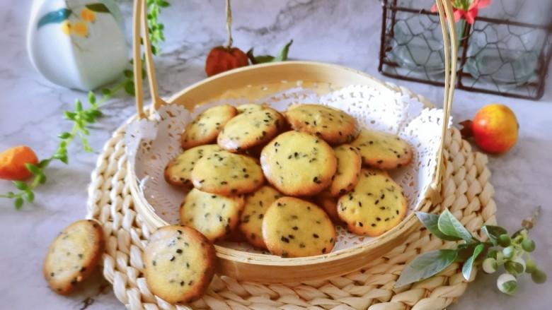 芝麻薄脆饼干,刚出炉时没有酥脆的感觉  凉凉后食用