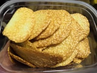 芝麻薄脆饼干,晾凉后保存。