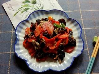 胡萝卜炒木耳,胡萝卜炒木耳端上桌。