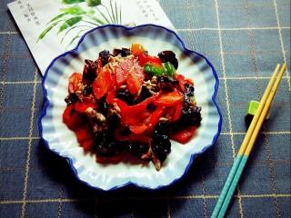 胡萝卜炒木耳,营养高美食。