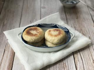 鲜肉饼,水收干后就可以起锅了。