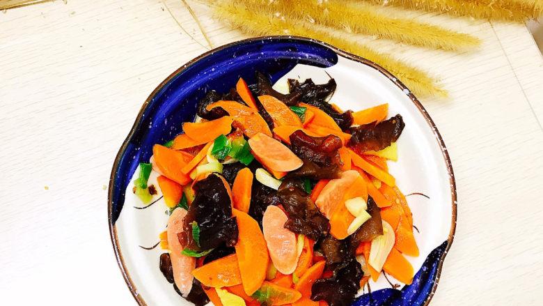 胡萝卜炒木耳,成品图