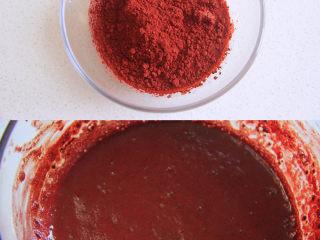 自带情话的红丝绒奶油蛋糕,1、制作蛋黄糊:先将红曲粉用温牛奶调匀,备用。